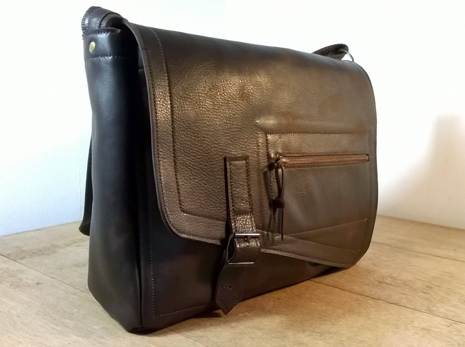 Men s Large Leather Messenger Bag   Cross Body Bag. Briefcase ... 15ac09995