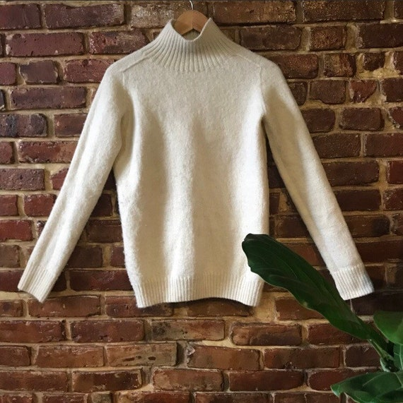 Vintage ivory knit wool sweater 100% lambs wool