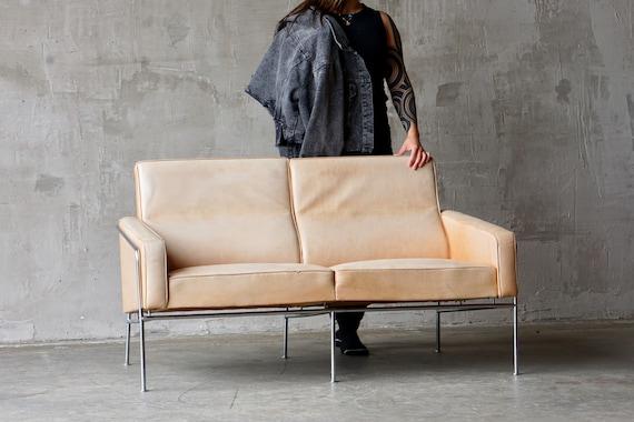 Arne Jacobsen 'Series 3300' Loveseat