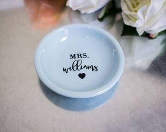 Personalized Ring Dish - Personalized Mrs Ring Holder - Personalized Ring Holder - Mrs Ring Holder - Mrs Jewelry Dish - Personalized Dish