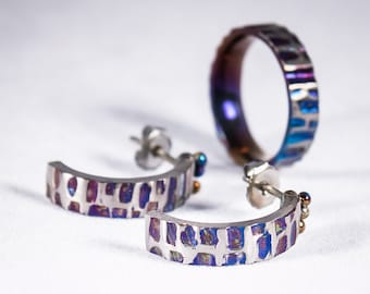 Deep & Purple. Titanium Jewelry Set Earrings and Ring Textured Colored Titanium Hypoallergenic Jewelry Titanium Stud Made in Finland