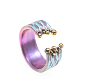 Magenta Blues. Titanium Ring. Textured Ring. Unique piece. Hypoallergenic. Art Welding. Anodizing. Handcrafted in Finland.