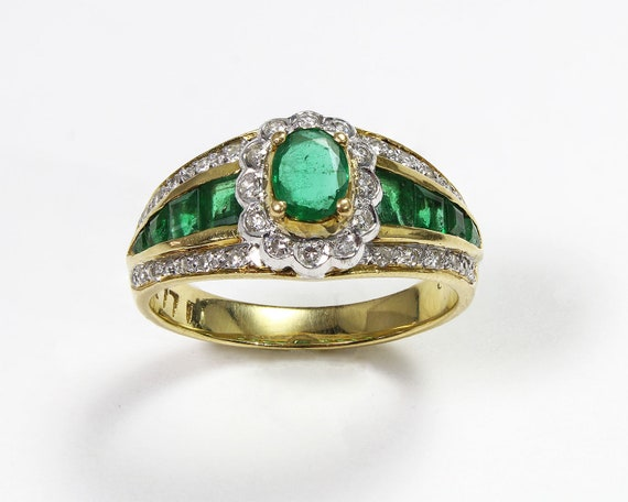 Green Kiss - Emerald & Diamond Ring