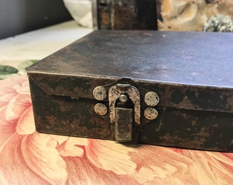 Farmhouse Metal Tool Box/Vintage Industrial