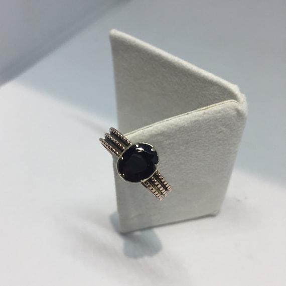 Victorian 9ct gold garnet ring