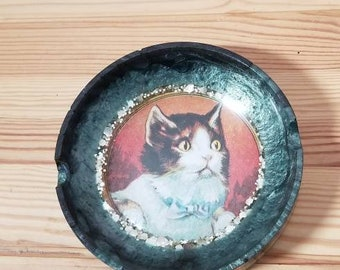 Unique Handmade Ash Tray with Vintage Cat Image︴Kitty Cat Ash Tray︴Gift for Cat Lover︴Resin Cat Ash Tray︴OOAK Cat Ash Tray︴FREE SHIPPING