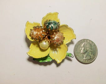 Pretty Goldtone Glass Bead Painted Flower Brooch from the 1950s