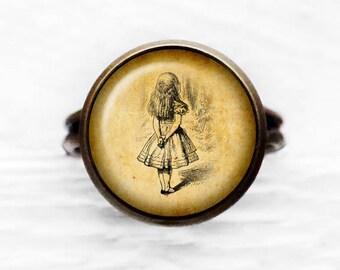 Alice in Wonderland - Alice Watching - Adjustable Ring