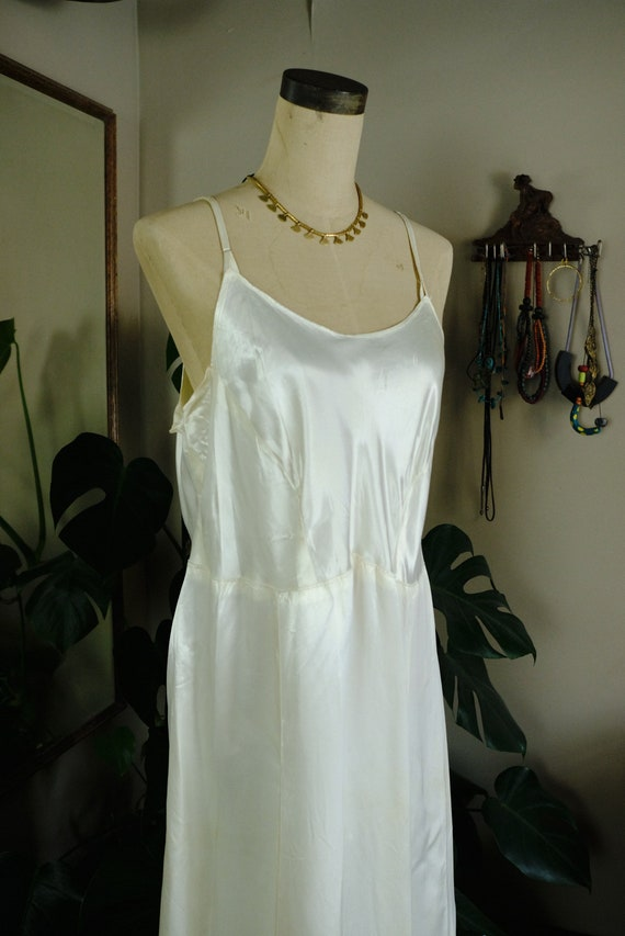 Late 30s/Early 40s Satin Slip