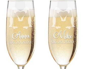 Personalized Wedding Flutes,   2 Toasting Flutes, Engraved Wedding Flute,  Penguins Toasting Flutes,  Bride & Groom Champagne Flutes