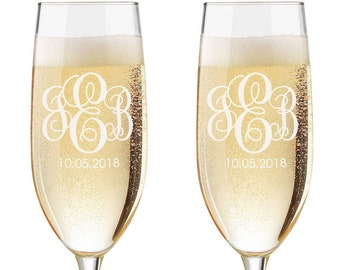 Personalized Wedding Flutes,   2 Toasting Flutes, Engraved Wedding Flute, Entwined Monogram Toasting Flutes,  Bride & Groom Champagne Flutes