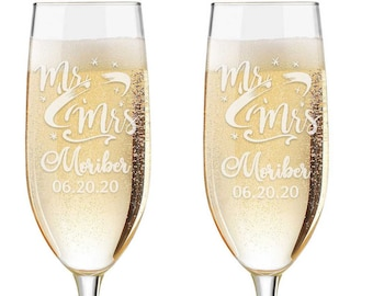 Personalized Wedding Flutes,  2 Toasting Flutes, Engraved Wedding Flute,  Toasting Flutes, Toasting Champagne Flutes, Mr and Mrs