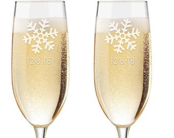 Personalized Wedding Flutes, 2 Toasting Flutes, Engraved Wedding Flute,  Wedding  Toasting Flutes,  Bride  Groom Champagne Flutes, Snowflake