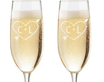 Carved Initials Flutes, Personalized Wedding Flutes,  Set of 2, Engraved Wedding Flute,  Tree Carving Toasting Flutes,  Champagne Flutes