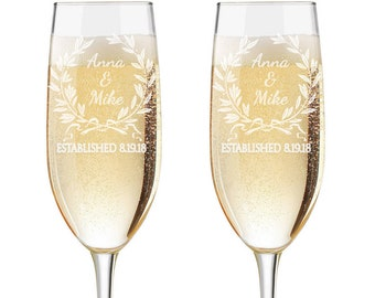 Personalized Wedding Flutes,  2 Toasting Flutes, Engraved Wedding Flute,  Laurel Wreath Toasting Flutes,  Toasting Champagne Flutes