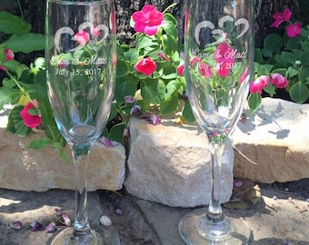 Personalized Wedding Flutes,   2 Toasting Flutes, Engraved Wedding Flute,  Double Hearts Wedding Flutes,  Bride & Groom Champagne Flutes