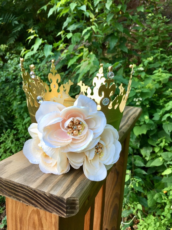 crowns, crown centerpiece, flower crowns, princess crowns, royal wedding crowns, royal birthday centerpiece, cinderella party decorations