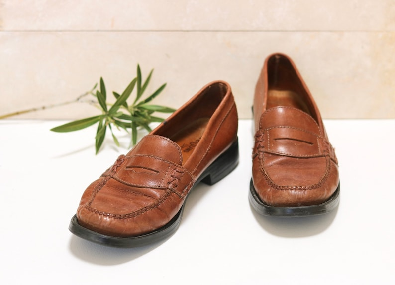 d8f17f2965e Women s Size 7 Vintage Bass Weejuns Vintage Brown