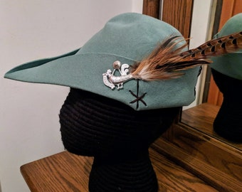 Cocky Rooster Thyme Green Bycocket - Pheasant Felt Cap - SCA Robin Hood Hat