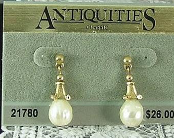 Pearl Crystal Stud Earrings - Antiquities - Elizabethan Renaissance - Victorian