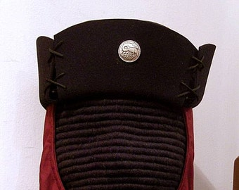 SCA Peerage Buttona Black Felt Hat - Pelican - Laurel - Reniassance