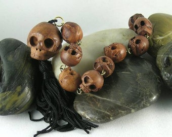 11 Carved Wooden Skull Beads - Paternoster - Gothic - Memento Mori