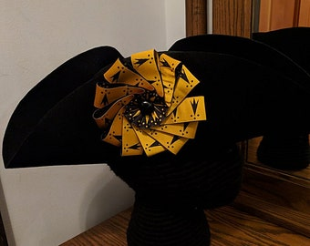 Heraldic Pean Erminois Cockade Tricorn Hat - Colonial Pirate Felt Hat