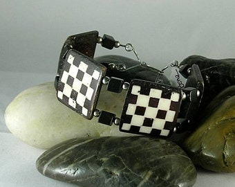 SCA Black & White Checky Bone Bracelet with Wire Wrapping Structure