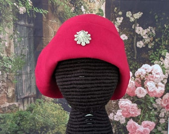 Scallop Shell on Felt Hat - Gothic Bell - Pilgrim Bucket - SCA 15th c