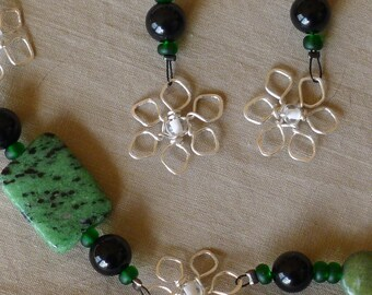Green-black rubis-zoisite* stone bracelet*silver snowflake-flowers with earrings*women's stone and bead bracelet and earring set