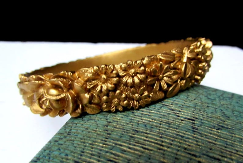 daisies flowers 1930s christmas holiday cocktail party dress jewelry 30s deco gold celluloid roses floral vintage bangle bracelet