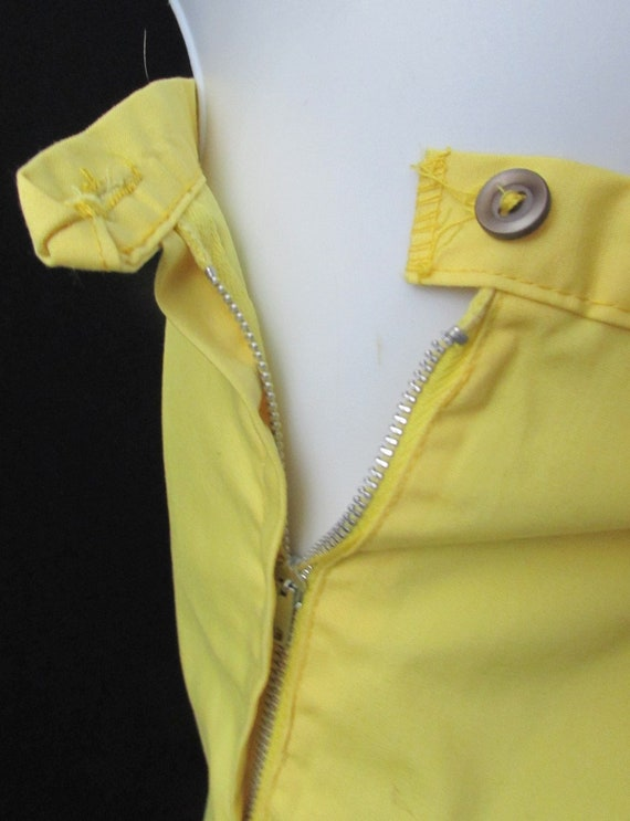 mod 60s cotton vintage shorts yellow fitted summer retro deadstock unused new without tag nos old stock waist 30 hips 38