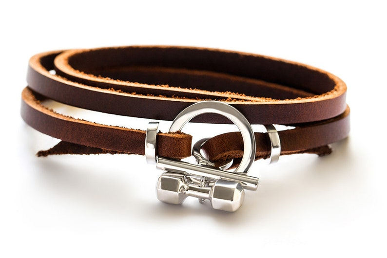 2aa01fafd18c Pulsera de plata esterlina y cuero genuino con mancuerna de 7 lados  accesorio de la joyería de la aptitud pulsera de la aptitud