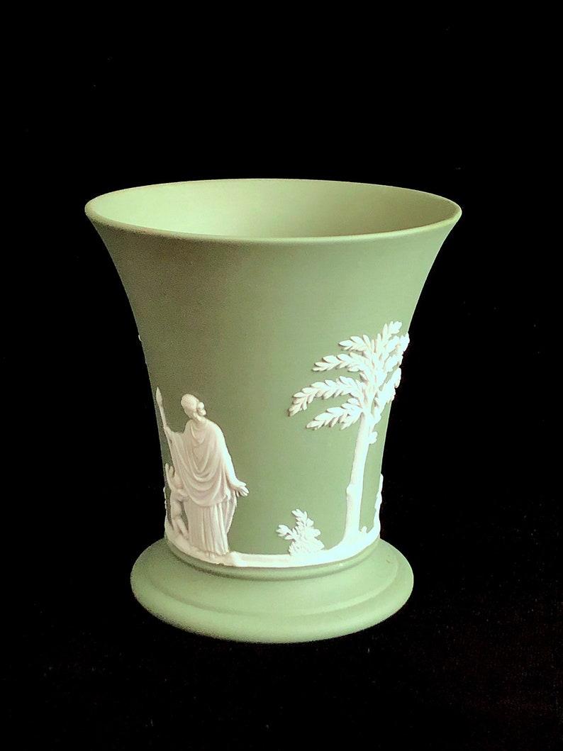 Vintage 1960 Wedgwood Green /& White Jasper Jasperware Urn Vase 3.75 Tall with Neoclassical Scenes England English Porcelain
