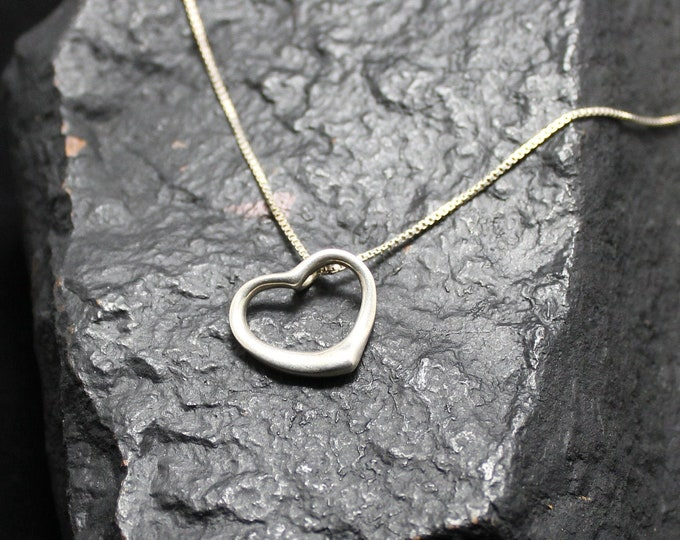 Sterling Silver Floating Vintage Heart Pendant with 16 inch Sterling Silver Box Chain Necklace