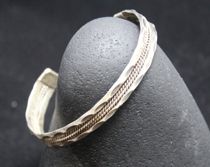 Vintage Sterling Silver Cuff Bracelet, Hammered Texture Silver Bracelet, Rope Design in Center Cuff, Minimalist Cuff Bracelet, Antique Cuff