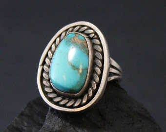 Authentic Sterling Silver Old Pawn Native American Navajo Turquoise Ring with Rope Accent