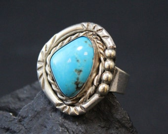 Sterling Silver Signed Native American Navajo Turquoise Ring with Rope Border