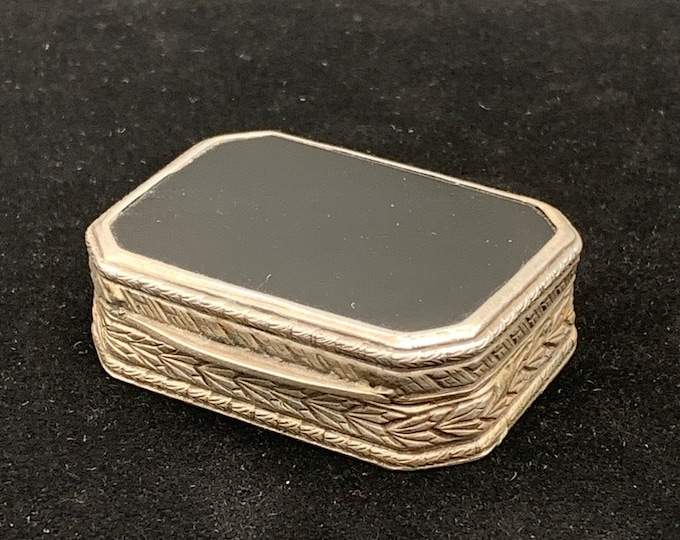 Solid sterling silver trinket box with Onyx, Collectible sterling silver box, sterling silver pillbox, antique 925 Trinket box