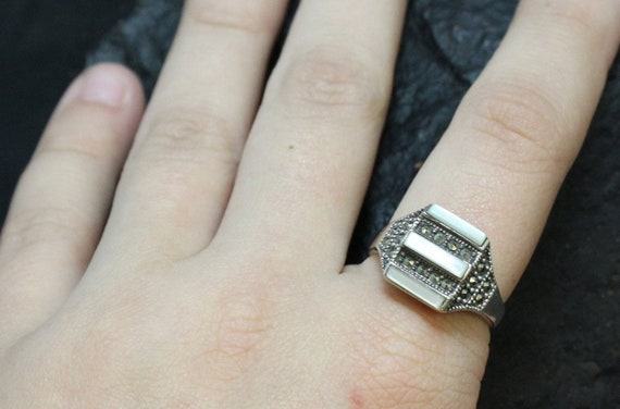 Sterling Silver Mother of Pearl Banded Ring with M