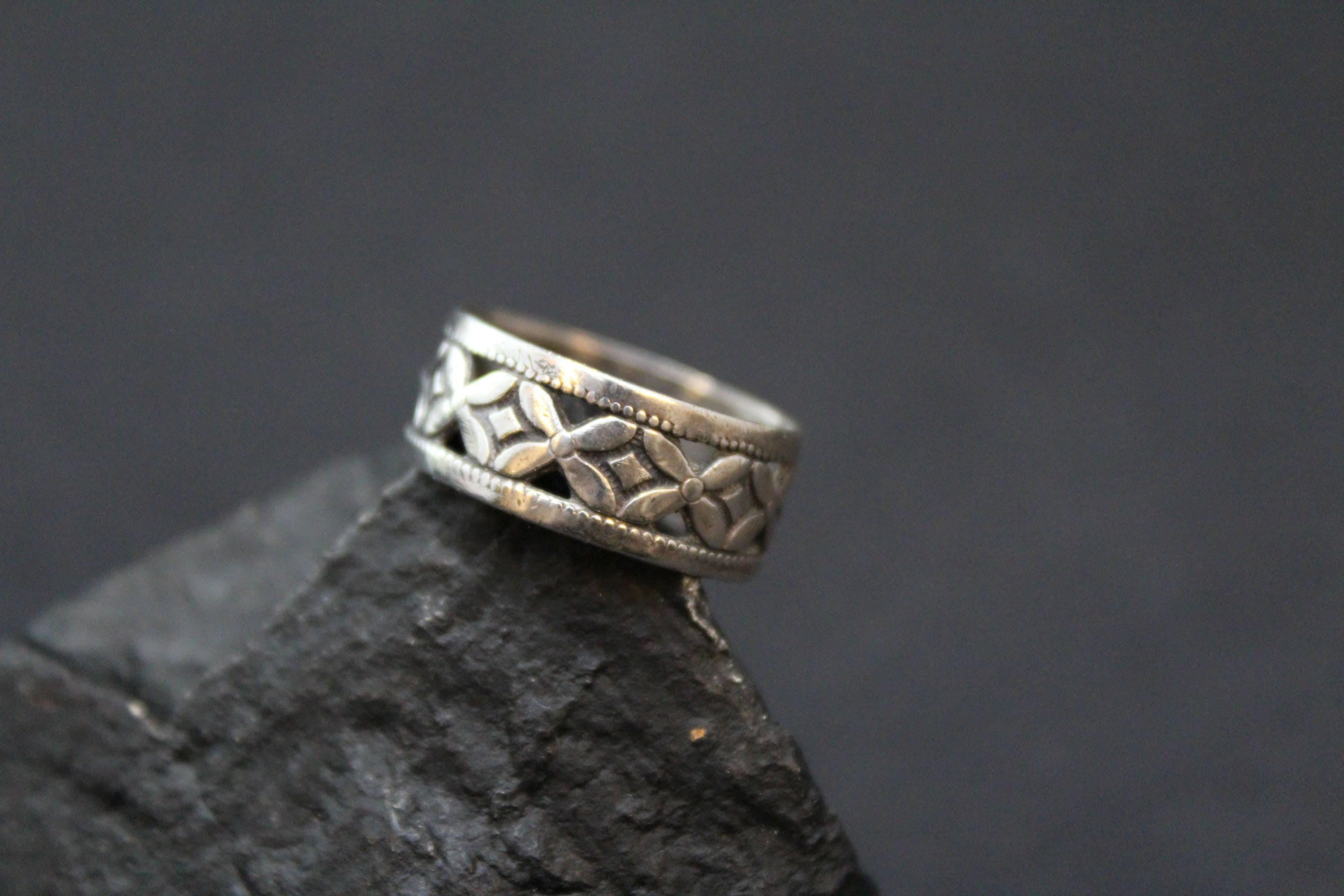 Sterling Silver Cut Out Flowers Band Ring