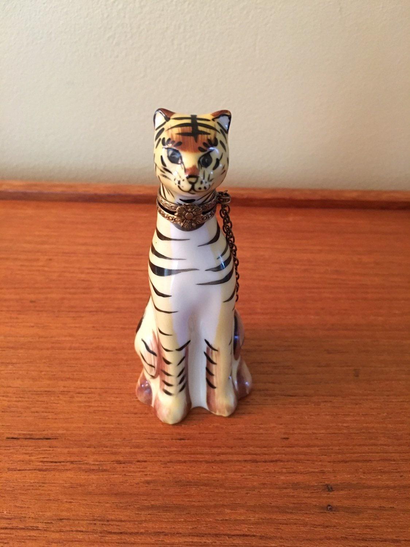 Vintage Limoges Rochard Peint Main Tiger Tabby Cat Trinket Box Collectible Limoges Tiger Trinket Box Limoges Cat Trinket Box Limoges Box