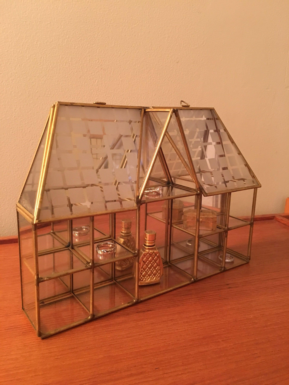En laiton et verre Cabinet Cabinet Cabinet de curiosités, suspendus Figurine vitrine, étui, boîte à bijoux, miroir usine Air affichage en forme de la maison 668939