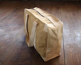Paper : Weekender bag made of recycled paper, water resistant