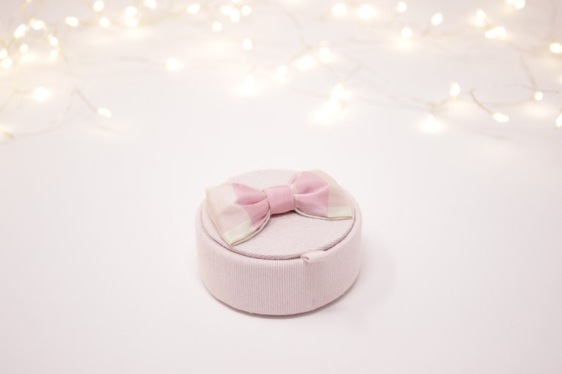 Box ring holder pink silk plaid.