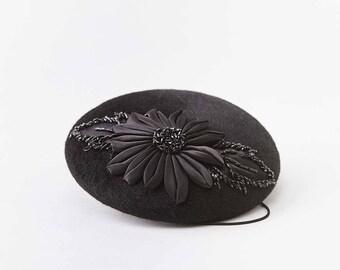 Fleur en satin noir chapeau de boîte à pilules