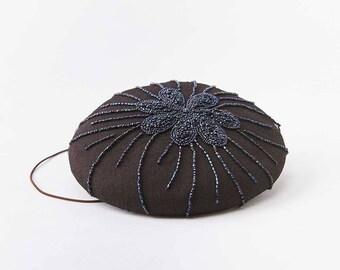 Perles fleur sur chapeau de bouton