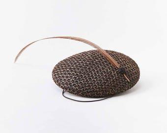 Chapeau paille pilule boîte longue plume