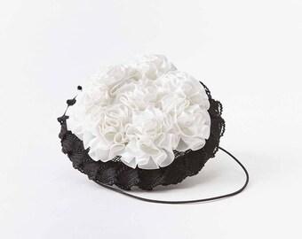 Bibi paille noir à petites fleurs blanches