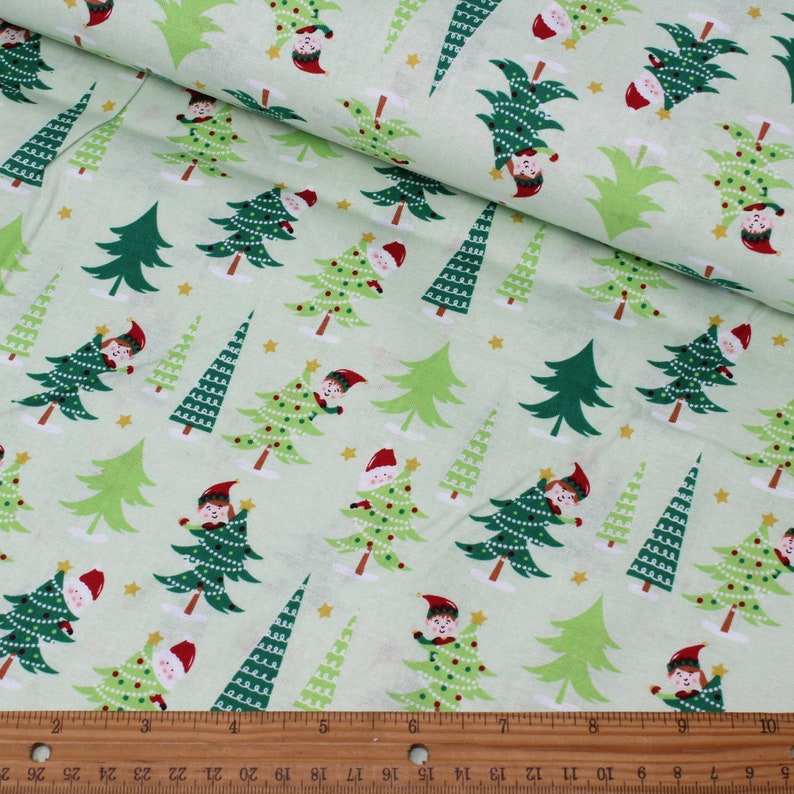 Per Metre Christmas Patchwork 100/% Cotton Fabric with Trees /& Reindeer Print